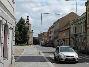 Pohled ulicí Osvoboditelů ke kostelu sv.Václava (1733-45) na Václavském náměstí