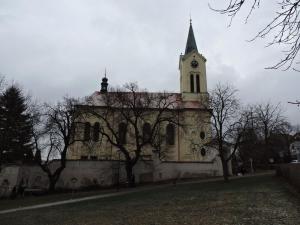 Kostel sv. Václava v Mníšku z roku 1756, věž je z roku 1867 (starší kostel sv. Václava stával na jiném místě náměstí již na přelomu 13.-14.st.)