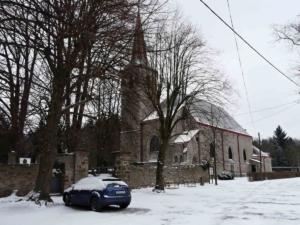 Kostel Nanebevzetí Panny Marie v Mukařově je zmíněn ve 14.st., stávající stavba je pseudogotická